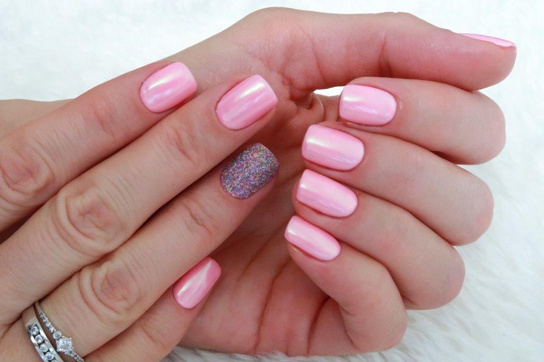 różowe paznokcie